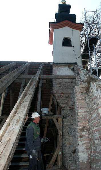 handwerker im einsatz an der kirche zum kreuzberg haardorf und m hlham. Black Bedroom Furniture Sets. Home Design Ideas